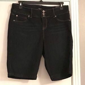 NWT Torrid Knee Length Denim Shorts, Sz 18